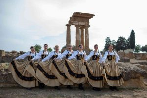 donne val d'akragas in costume tipico siciliano